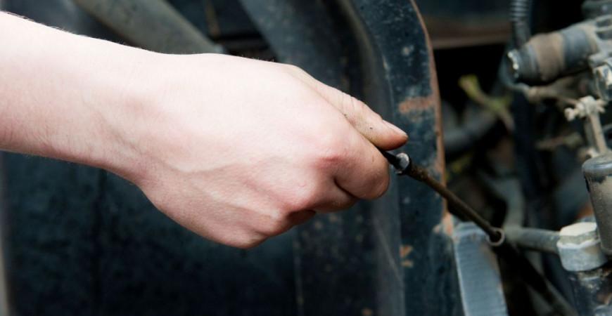 ¿Cómo elegir un buen aceite para el motor de tu tractor?
